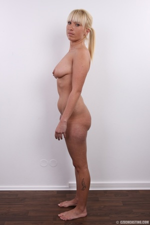 Blonde with seductive body showing big t - XXX Dessert - Picture 14
