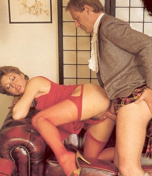 Hairy seventies lady seduced by this hor - XXX Dessert - Picture 4