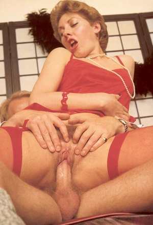 Hairy seventies lady seduced by this hor - XXX Dessert - Picture 9
