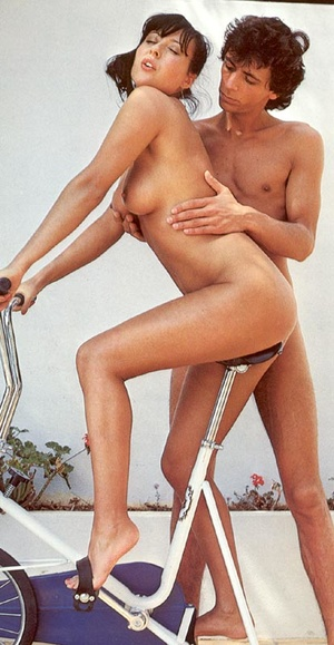 Gymnastic seventies couple doing it on a - XXX Dessert - Picture 2