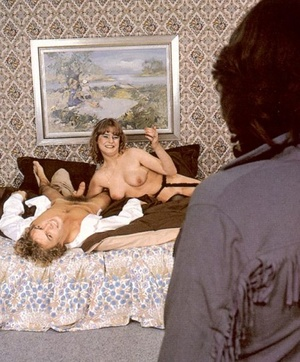 Seventies girlfriend enjoys her neighbou - XXX Dessert - Picture 4