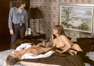 Seventies girlfriend enjoys her neighbou - XXX Dessert - Picture 5