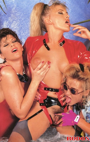 Three very cute retro lesbians love fond - XXX Dessert - Picture 5