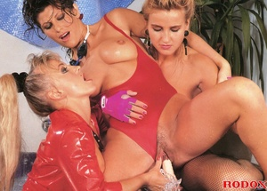 Three very cute retro lesbians love fond - XXX Dessert - Picture 14