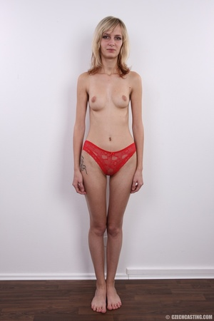 Slender and seductive blonde shows sexy  - XXX Dessert - Picture 7