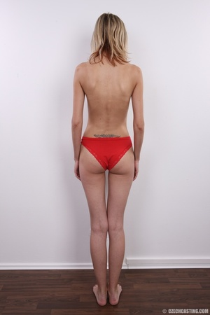 Slender and seductive blonde shows sexy  - XXX Dessert - Picture 8