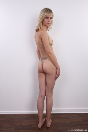Slender and seductive blonde shows sexy  - XXX Dessert - Picture 17