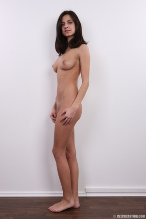 Young sexy chick with the shape of a mod - XXX Dessert - Picture 15