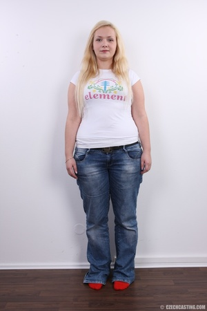 Chubby cute faced blonde shows big sexy  - XXX Dessert - Picture 3