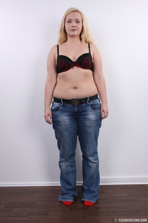 Chubby cute faced blonde shows big sexy  - XXX Dessert - Picture 5