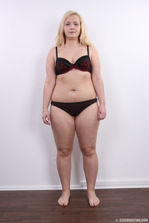 Chubby cute faced blonde shows big sexy  - XXX Dessert - Picture 7
