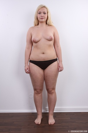 Chubby cute faced blonde shows big sexy  - XXX Dessert - Picture 9