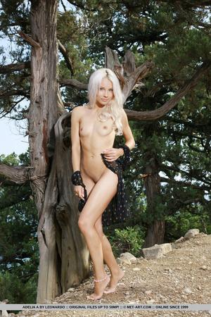 Vanilla flavor blonde with hot legs, att - XXX Dessert - Picture 3