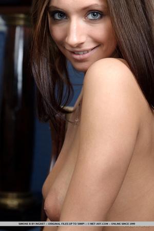 Beautiful brunette with impressive round - XXX Dessert - Picture 10