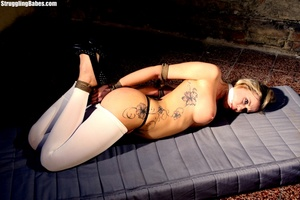 Tattooed slut with big melons needs to b - XXX Dessert - Picture 3