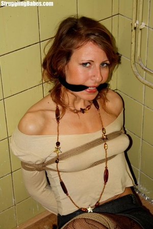 Slutty girlfriend is cleave gagged and f - Picture 2