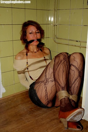 Slutty girlfriend is cleave gagged and f - Picture 4