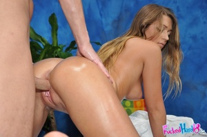 Sportie girl gets massaged more than she - XXX Dessert - Picture 13
