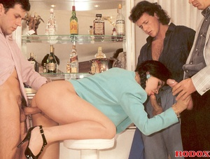 Sexy retro sweetie penetrated by three g - XXX Dessert - Picture 6