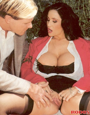 Horny retro chick with gigantic breasts  - XXX Dessert - Picture 2