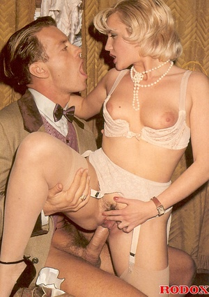Hot and also sexy retro babe nailed in a - XXX Dessert - Picture 7