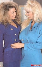 two hot retro lesbians