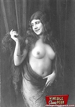 Very pretty vintage girls posing topless - XXX Dessert - Picture 5