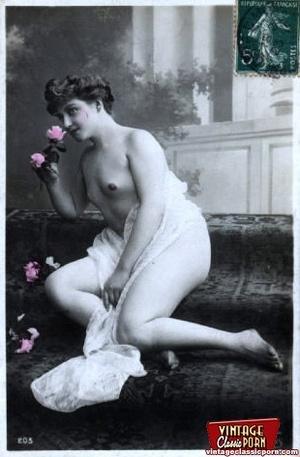 Very pretty vintage girls posing topless - XXX Dessert - Picture 8