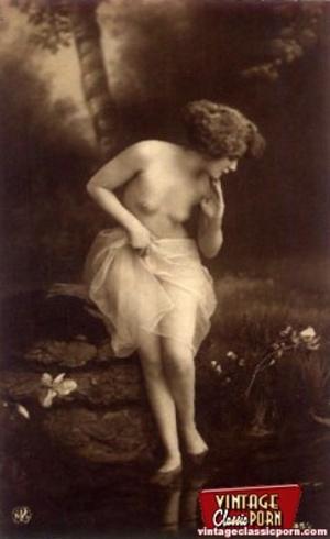 Very pretty vintage girls posing topless - XXX Dessert - Picture 9