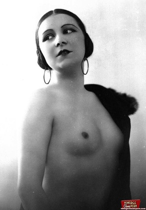 Very pretty vintage girls posing topless - XXX Dessert - Picture 11