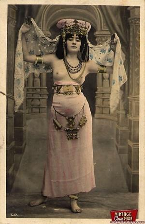 Vintage exotic beauties love posing nake - XXX Dessert - Picture 3