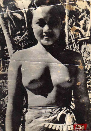 Vintage exotic beauties love posing nake - XXX Dessert - Picture 9