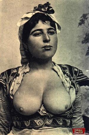 Vintage exotic beauties love posing nake - XXX Dessert - Picture 10