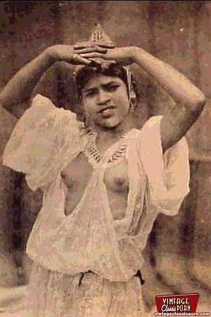 Vintage exotic beauties love posing nake - XXX Dessert - Picture 12