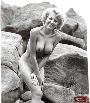 Hot sexy naked vintage beauties outdoors - XXX Dessert - Picture 7
