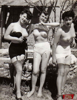 Hot sexy naked vintage beauties outdoors - XXX Dessert - Picture 12