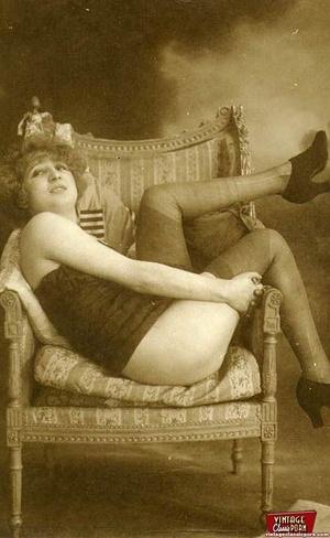 Vintage chicks in their pretty underwear - XXX Dessert - Picture 4
