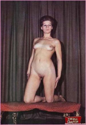 Beautiful vintage ladies are posing nake - XXX Dessert - Picture 2
