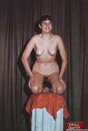 Beautiful vintage ladies are posing nake - XXX Dessert - Picture 4