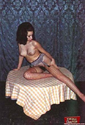 Beautiful vintage ladies are posing nake - XXX Dessert - Picture 5