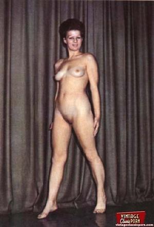 Beautiful vintage ladies are posing nake - XXX Dessert - Picture 8