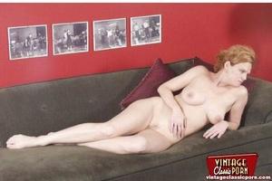 Beautiful vintage ladies are posing nake - XXX Dessert - Picture 10