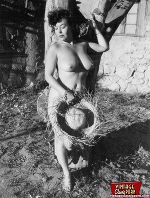 Hot vintage chicks posing naked outdoors - XXX Dessert - Picture 12