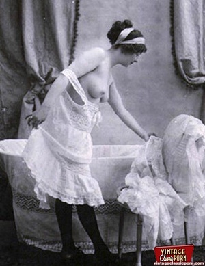 Horny vintage beauties taking a hot bath - XXX Dessert - Picture 7