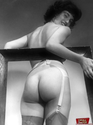 Very hot vintage girls wearing stockings - XXX Dessert - Picture 2