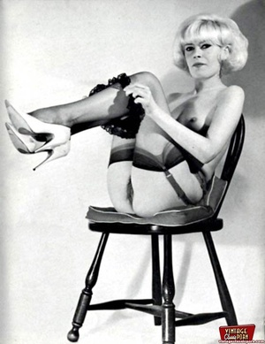 Very hot vintage girls wearing stockings - XXX Dessert - Picture 4