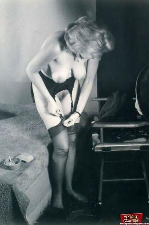 Very hot vintage girls wearing stockings - XXX Dessert - Picture 8