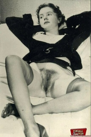 Vintage chicks with hairy pussies posing - XXX Dessert - Picture 4