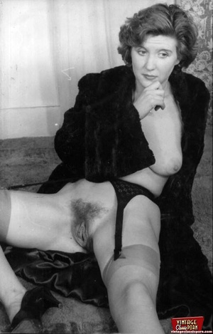 Vintage chicks with hairy pussies posing - XXX Dessert - Picture 9