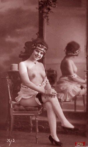 Very horny vintage naked french postcard - XXX Dessert - Picture 2